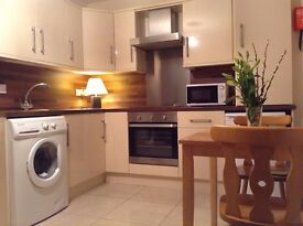 Lovely 2 bed apartment, Elaine st, free wifi, gas and electricity. Well appointed location.