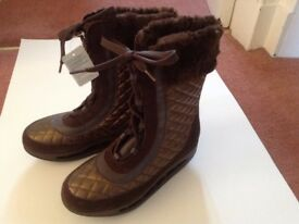Scholl starlit boots in brown colour, UK size 6.5.