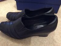 CLARKES CUSHION SOFT SIZE 6.5 black smart shoes