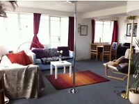 Large double room in a flatshare, available in iconic seafront building, Embassy Court!