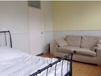Large bright double room for rent E17