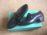 Clarks ladies black leather shoes