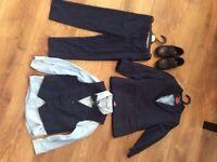 Boys suit aged 4-5
