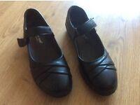 Size 7 black flats
