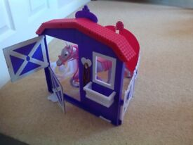 Sparkle Girl Horse and Stable Set