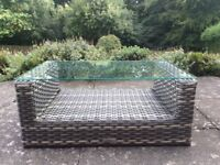 FeatureDECO rattan coffee table - ideal for garden or patio