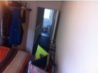 Nice single room, 5 min from Stratford station