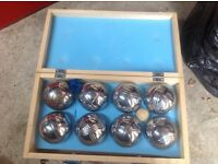 Lawn bowls set in wooden box, hardly used, complete set