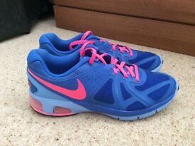 Ladies Nike Air Max size 6