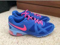 Ladies Nike Air Max size 6