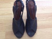 Shoe/Sandal size 5