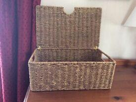 Sea grass storage box with lid