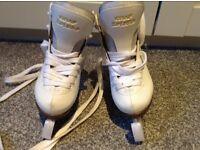 White Graf bolero infant size 7 (25) ice skates