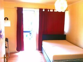 CANADAWATER AND SURREY QUAYS AREA.ROOM HAS SKY TV WITH OF CHANNELS WIRELESS INTERNET
