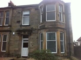 Large 3 Double bed double upper flat Milton Road, KY1 1TL