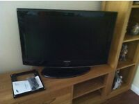"Samsung 32"" LCD TV with wall mount & dongle"