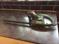 Black and Decker GT251 HT 41cm Electric Hedge Trimmer