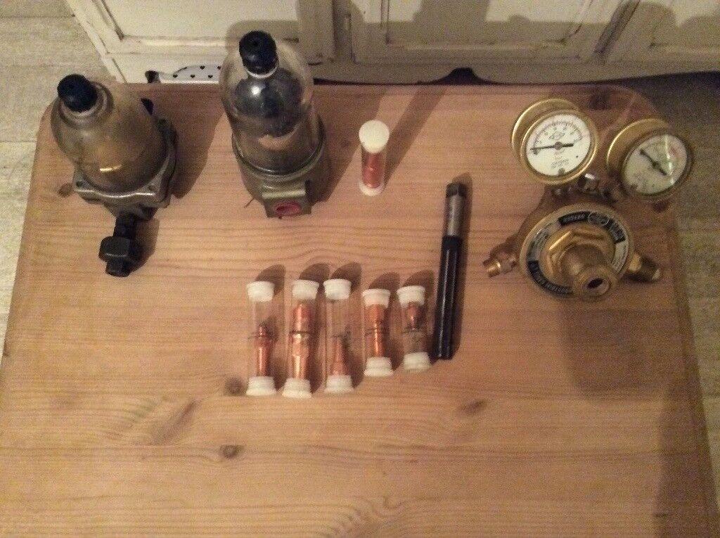 Oxygen gase presure gauges will nozzles