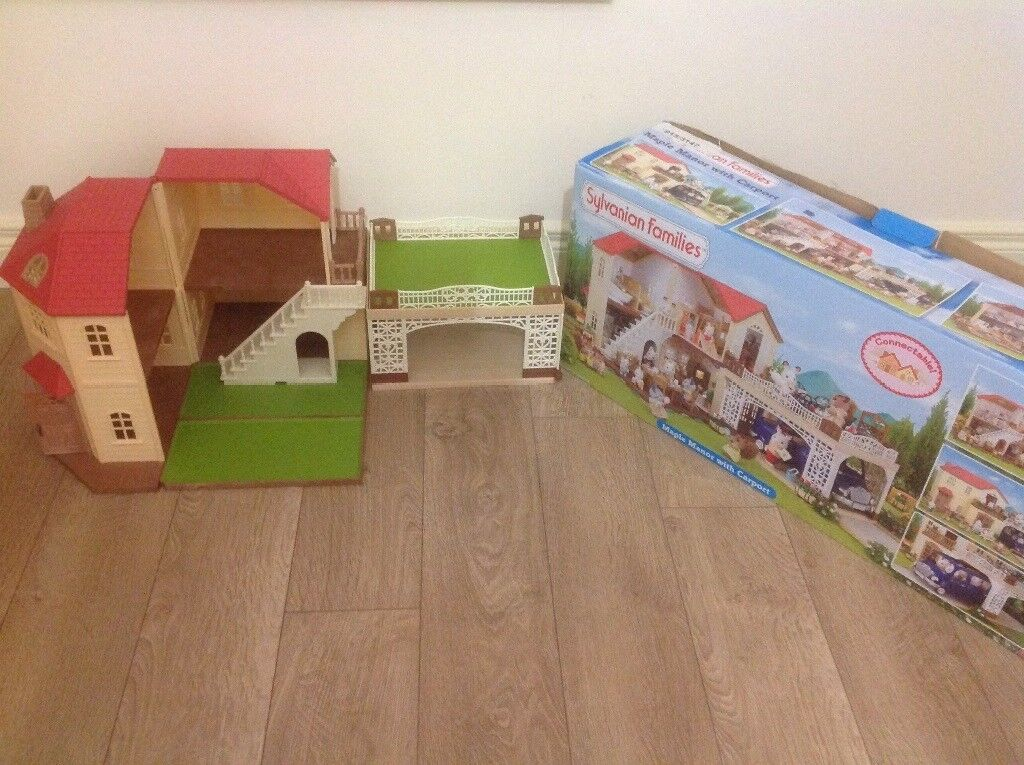 Sylvanian Families Maple Manor with Carport.