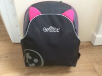 TRUNKI BACKPAC booster car seat pink and black