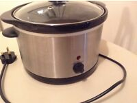 Family size electric slow cooker
