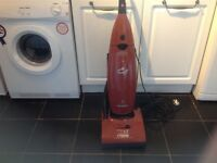 Upright Hoover 1700 watts in very good condition