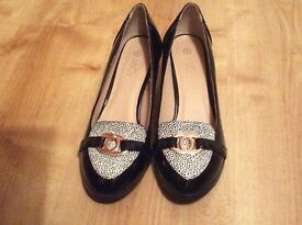 Ladies size 6 black heels in as new condition