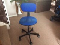 Adjustable swivel computer chair