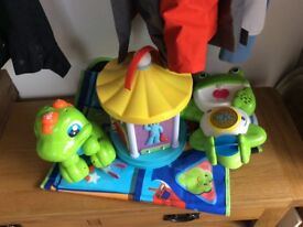 Toys suit up to 18mths bath, floor, light and walking taking dinosaur.... like new