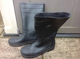 Safety rubber boots, size 9