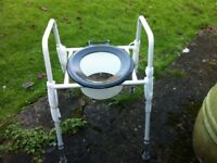 Raised toilet seat with adjustable aluminium legs