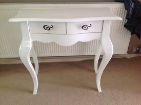 White table with 2 drawer compartments