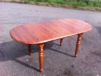 Pine extending dining table in beautiful condition
