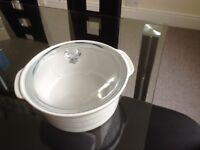 Pyrex casserole dish 34cm diameter white with clear lid excellent condition £5 buyer collects