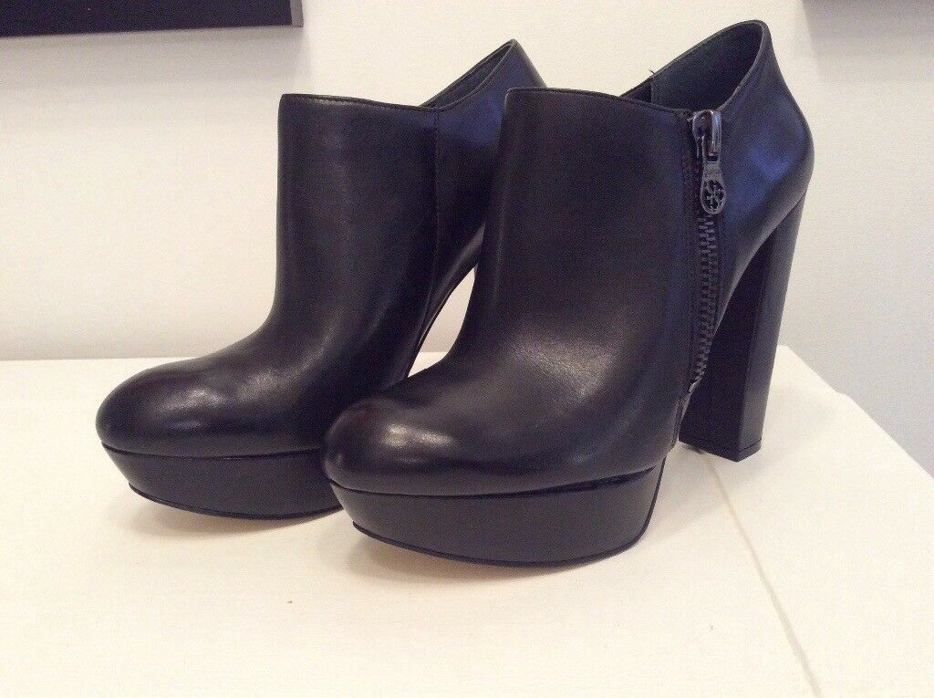 Guess ankle boot/ shoe 7.5