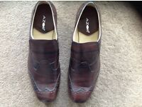 Stylish nearly new & boxed men's shoes size 11.