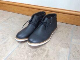 Blue men's chukka boots size 10 (brand new)