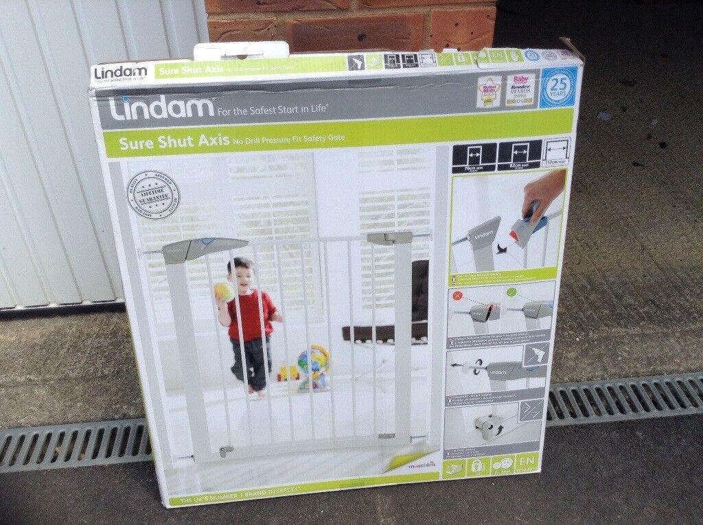 Lindam Sure Shut Axis Stair/Door Safety Gate