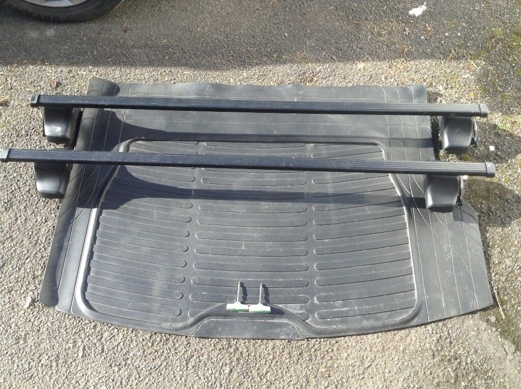 Thule Roof Bars To Fit Vw Golf Mk 5 In Llantwit Major