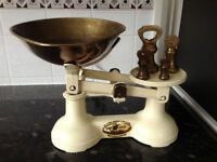 VINTAGE WEIGHING SCALES. F.J.THORNTON & CO LTD, 'THE VIKING'. WITH 4 BRASS BELL WEIGHTS