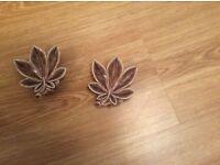 Wade leaf ornaments