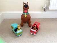 Scooby do toys with 2 pull back scooby and shaggy cars