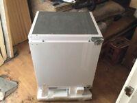 600 integrated fridge