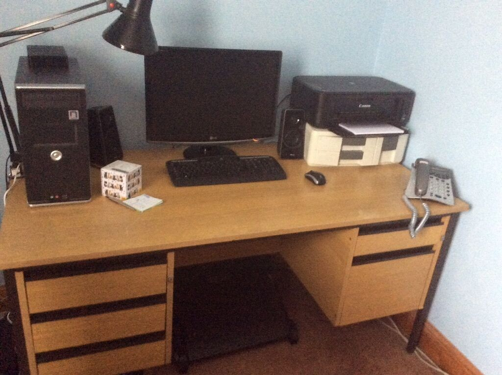 Maple Desk With 3 Small Drawers On One Side And 1 Draw Big