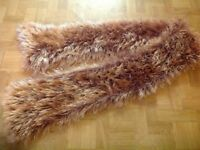 WOMEN'S FLUFFY SCARF. USED, EXCELLENT CONDITION.