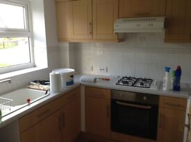 Kingswood park modern 2/ 3 bedroom carpets curtains £495 pcm