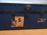 Metal trunk with keys - blue