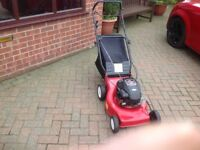Briggs & Stratton 18 in petrol rotary self propelled mower