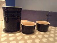 La Cruset Utensil Jar and 2 Ramkin Dishes