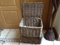 2 picnic baskets